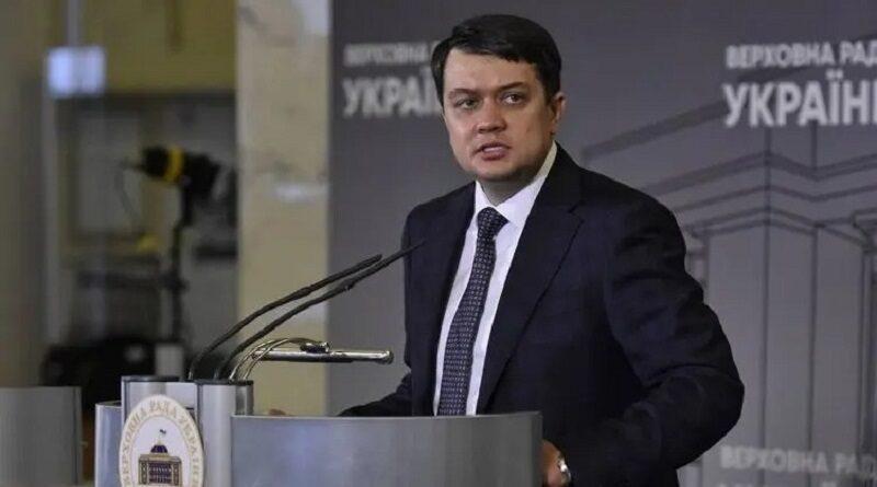 Разумков прокомментировал желание «слуг народа» лишить его мандата