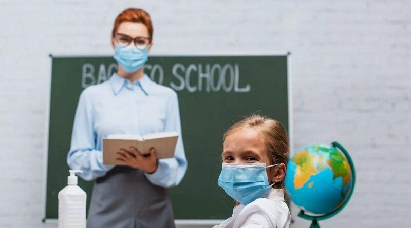 В Минздраве рассказали, к чему готовиться учителям, которым нельзя вакцинироваться