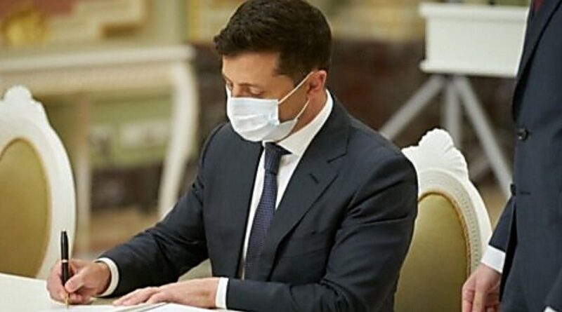 Зеленский подписал закон о противодействии антисемитизму